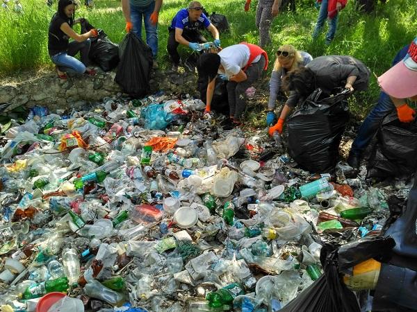 Подведены итоги экологической акции по уборке берегов и водоемов Республики Крым «Вода России»